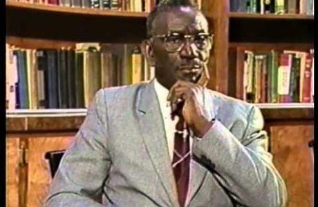 Le professeur Cheikh Anta Diop