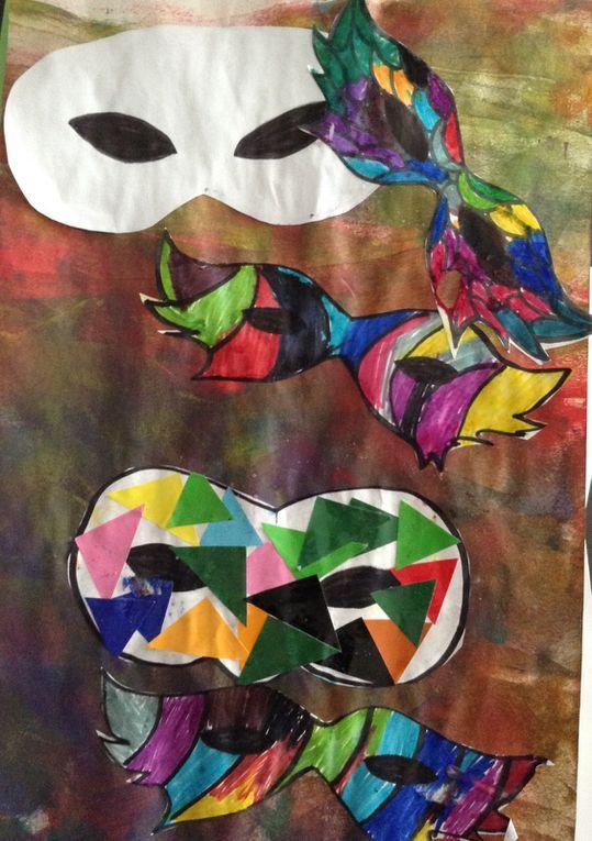 Mascarade du carnaval (avec des enfants de maternelle et d'âge préscolaire)