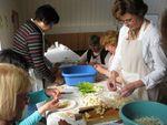 """Premier cours de cuisine : comment cuisine-t-on le """"pho"""" (pot-au-feu traditionnel vietnamien) ?"""