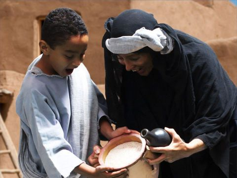 https://www.freebibleimages.org/photos/elijah-widow/