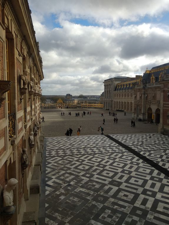 Humanity A day in the past, when we discovered Versailles and Paris