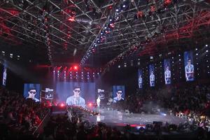 """Avec l'interactivité de """"see now buy now"""" Alibaba est en train de révolutionner le modèle figé du """"défilé de mode""""."""