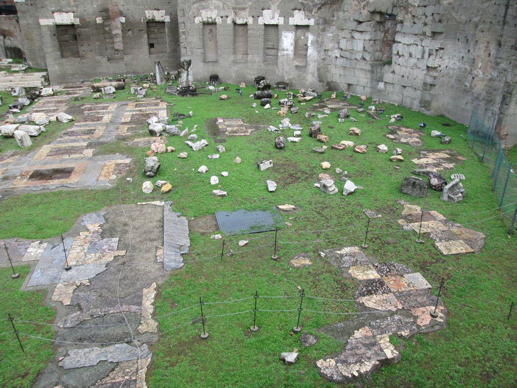 Voyage....... Les deux dernières journées des vacances romaines entre pluies abondantes le dimanche et tempête le lundi.