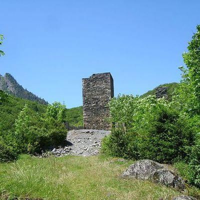 Les ruines du château de Tramezaïgues (65170), activées le 28 septembre 2020. Références DFCF 65-026 et WCA 07005.