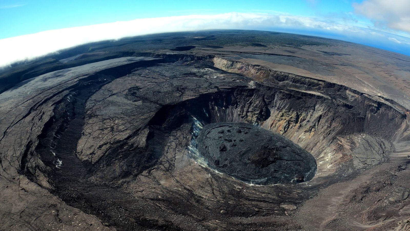 Kilauea summit - Doc. HVO-USGS photo by M. Patrick 22.07.2021 - one click to enlarge
