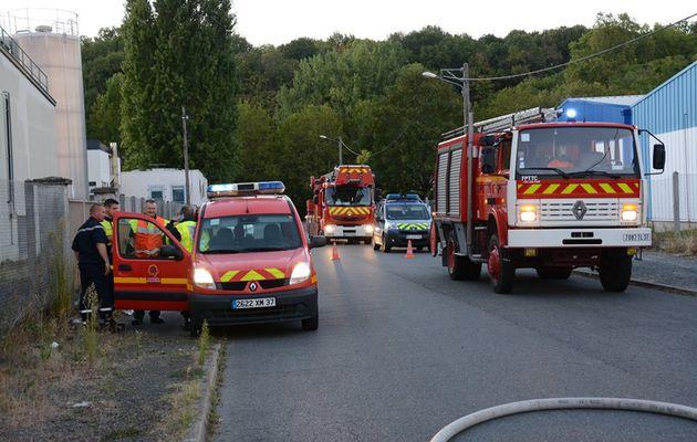 Langeais (37) - Une vingtaine de pompiers interviennent pour un feu dans un local industriel