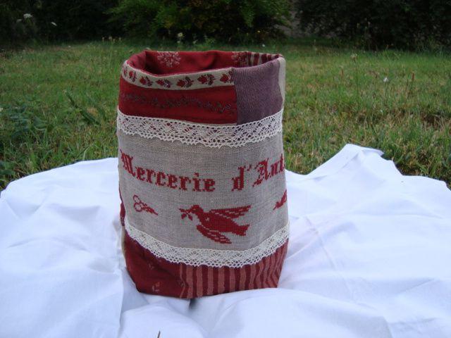 Petit carré de toile aïda brodé à coudre pour personnaliser des vêtements, linge de maison.