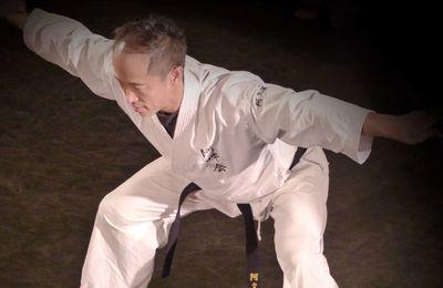 Apprendre à contrôler son corps : interview de Minoru Akuzawa de l'école Aunkaï bujutsu