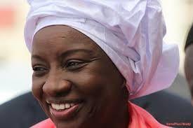Aminata Touré, hija del héroe y tirano Ahmed Sékou Touré, entra en política en Guinea Conakri.- El Muni.
