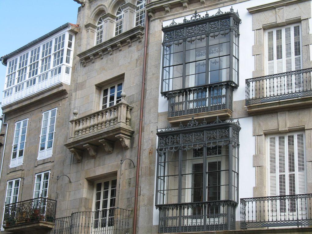 Saint-Jacques-de-Compostelle est une ville distante d'environ 70 km de la Coruña et qui mérite vraiment d'être visitée, notamment sa vieille ville qui est un véritable petit bijou architectural.