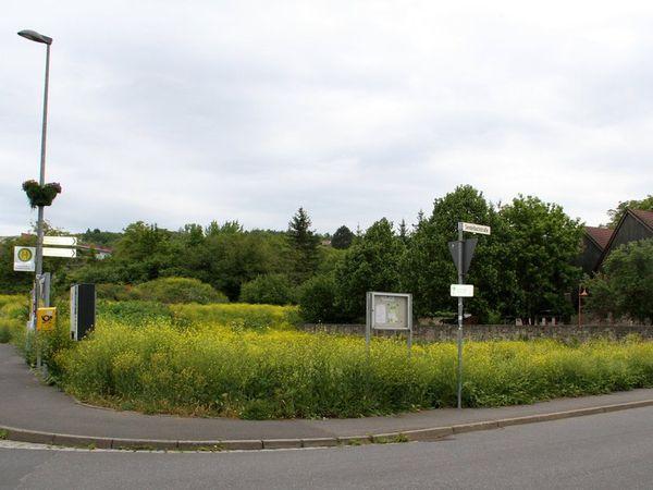 Schon mehr als drei Jahrzehnte laufen in der Gemeinde die Bemühungen, die brach liegenden Flächen im Bereich zwischen Sendelbachstraße und An der Steige einer Bebauung zuzuführen.