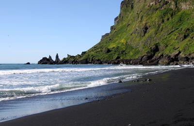 Allâh est Al-Jamil et Ar-Rahmâne... observons la beauté des plages volcaniques