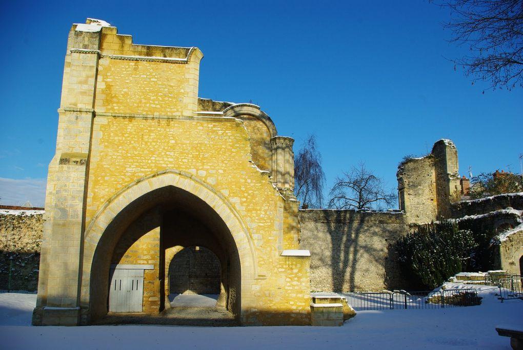 Images réalisées le 19 décembre 2009. Album associé à l'article : Senlis sous la neige.
