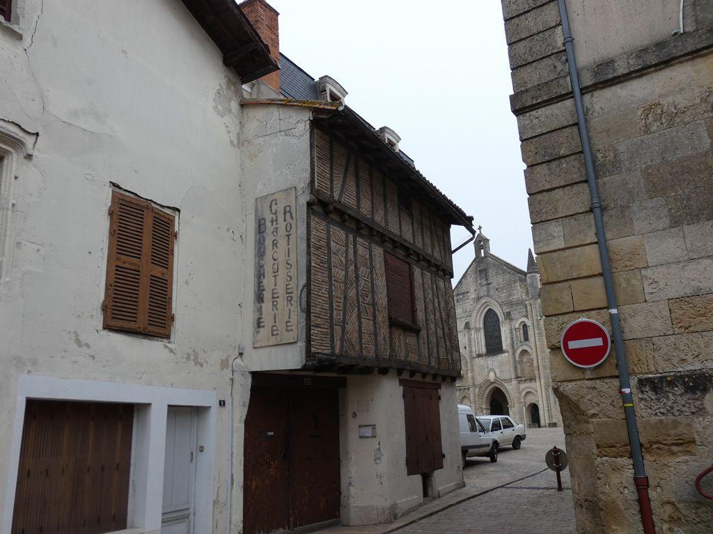 Quelques jolies maisons bordant la place Saint Pierre