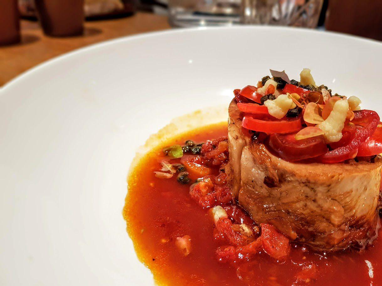 Pan de veau confit, concassée de tomates et citron, tomates cerise et câpres frites Les Petits Parisiens restaurant Paris 14