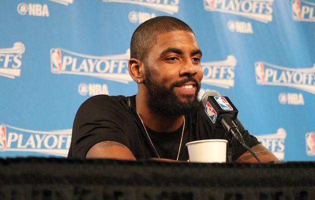 """Kyrie Irving sur LeBron James : """" Ce gars est spécial, c'est fou ce qu'il peut faire dans les airs """""""