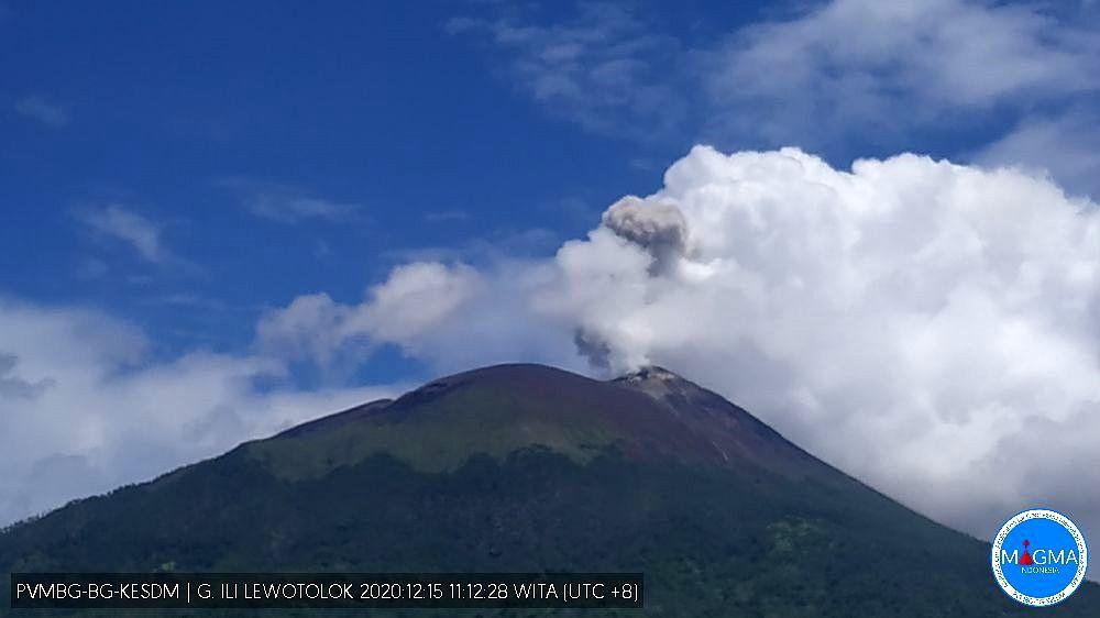 Ili Lewotolok - 15.12.2020 / 11h12 WITA - webcam PVMBG Magma Indonesia
