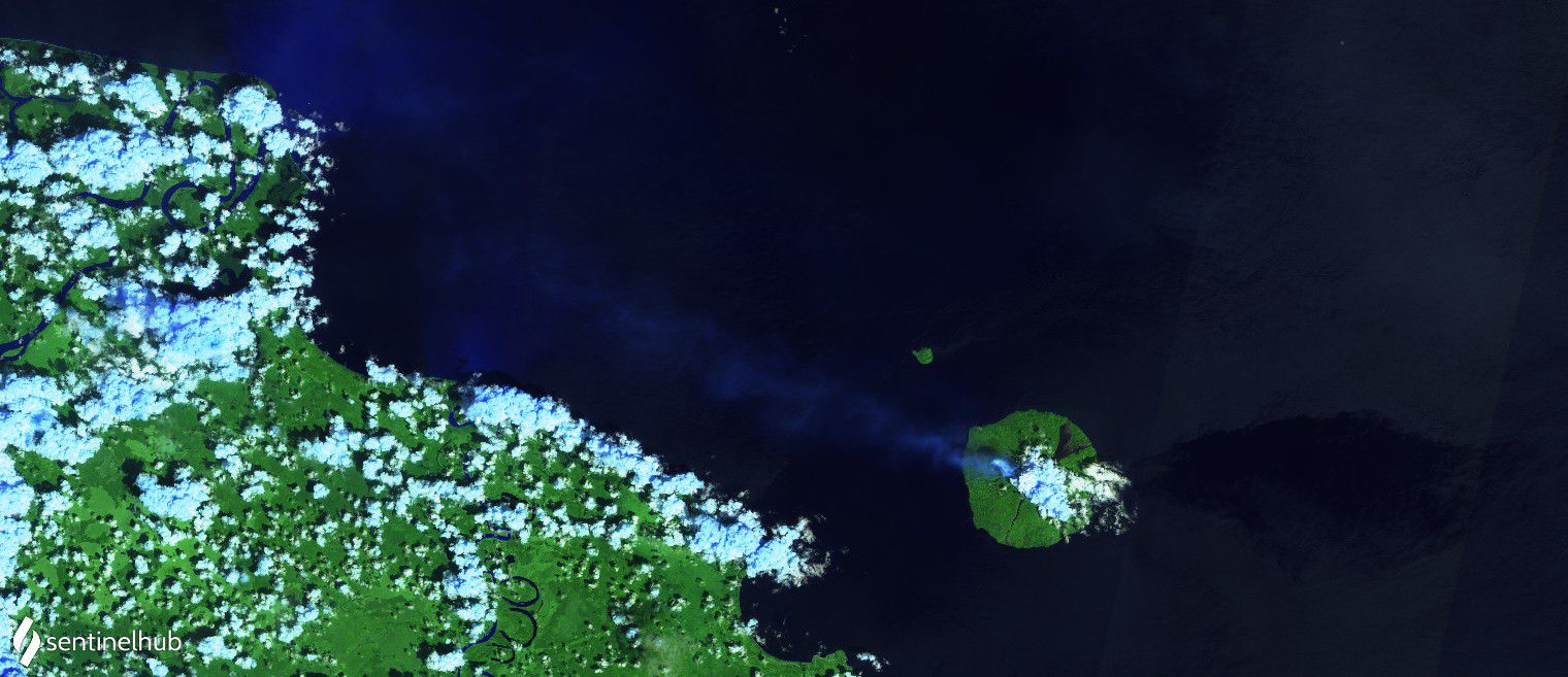 Manam - degassing plume on 12.10.2020 -image Sentinel-2 L1C bands 12,11,4 - one click to enlarge