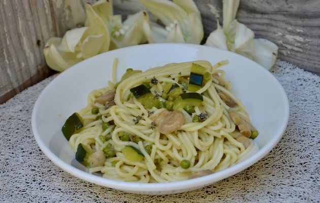 One pot spring pasta courgettes, champignons, petits pois