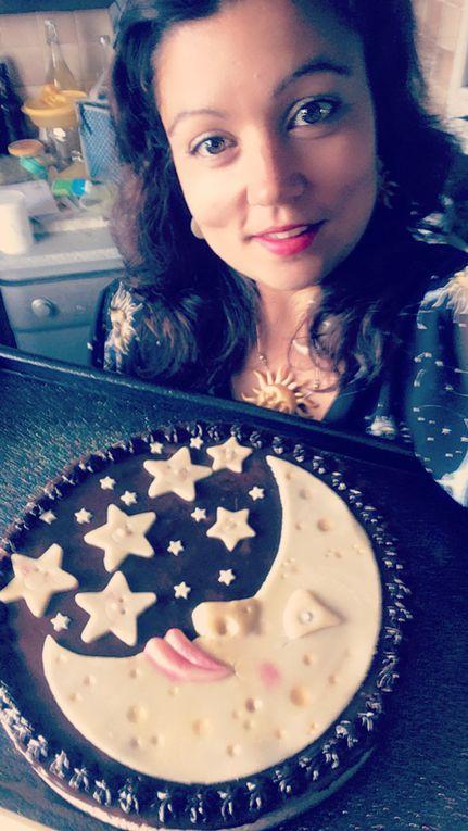 Avec ma jolie robe solaris assorti au gâteau d'anniversaire que j'ai fait pour mon Anakyne