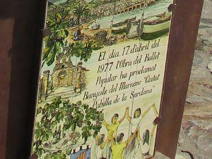 """Poursuivons notre balade sur les quais à la découverte de cette œuvre de Pat ROWLAND  """"Les Danseurs de Sardanes."""" - Souvenir Français. Comité de Banyuls-Sur-Mer. 1m50 haut, 2 mètres de large environ. Une vue dans la lumière d'automne de cette célèbre sculpture sur le quai Maillol à Banyuls-Sur-Mer. La sculpture a été commandée en 1977 lorsque Banyuls a été nommée """"Ciutat Pubille de la Sardane"""""""