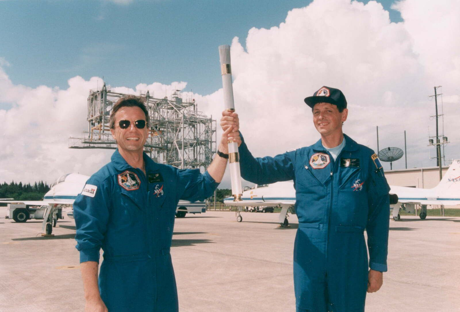 STS-78 - Colombia - 1996 - Flamme olympique - Olympic torch - Equipage - Crew - NASA - Jeux olympiques Atlanta - Jean-Jacques Favier - Space shuttle