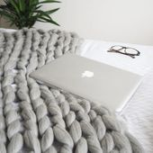 DIY | Arm Knitted Cosy Chunky Blanket - Made Up Style