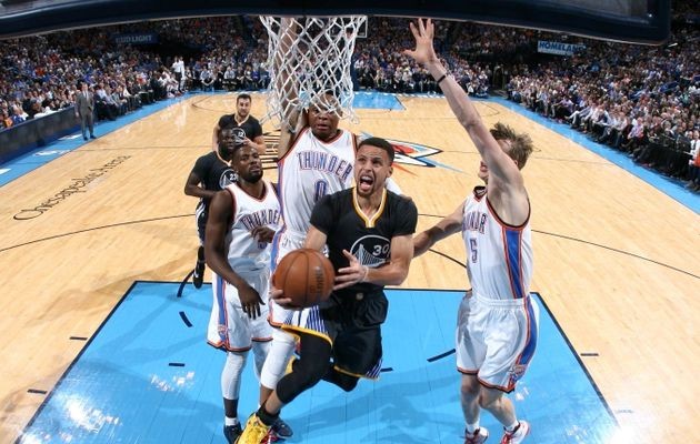 Stephen Curry assomme Oklahoma City