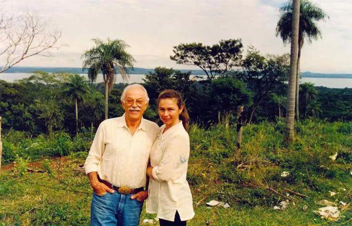 Jacques Médecin et sa dernière épouse, Bechi, en Uruguay