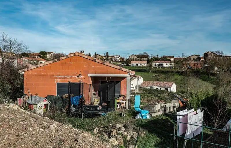 La maison dans laquelle habitaient Delphine Jubillar et son mari, à Cagnac-les-Mines (Tarn) — FRED SCHEIBER / AFP