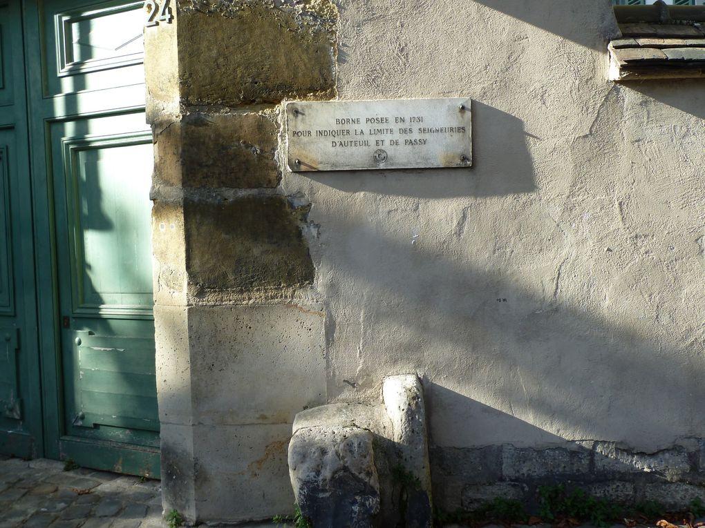 L'aspect villageois de ce lieu empreint de sérénité est d'autant plus insolite que, de la rue Berton, la vue sur la tour Eiffel est imprenable...