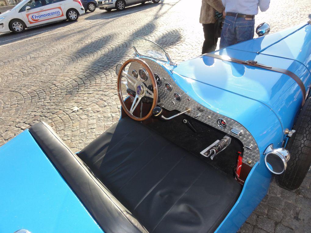 Les photos du défilé de voitures anciennes à travers Paris