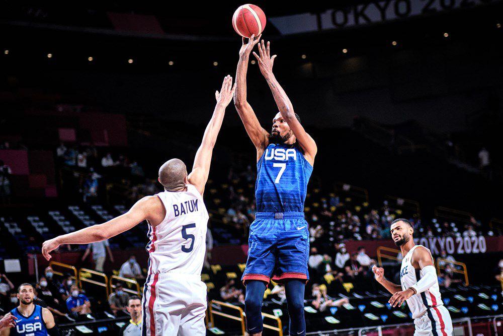 Jeux Olympiques : la France réalise l'exploit en battant les États-Unis pour son entrée en lice (83-76)