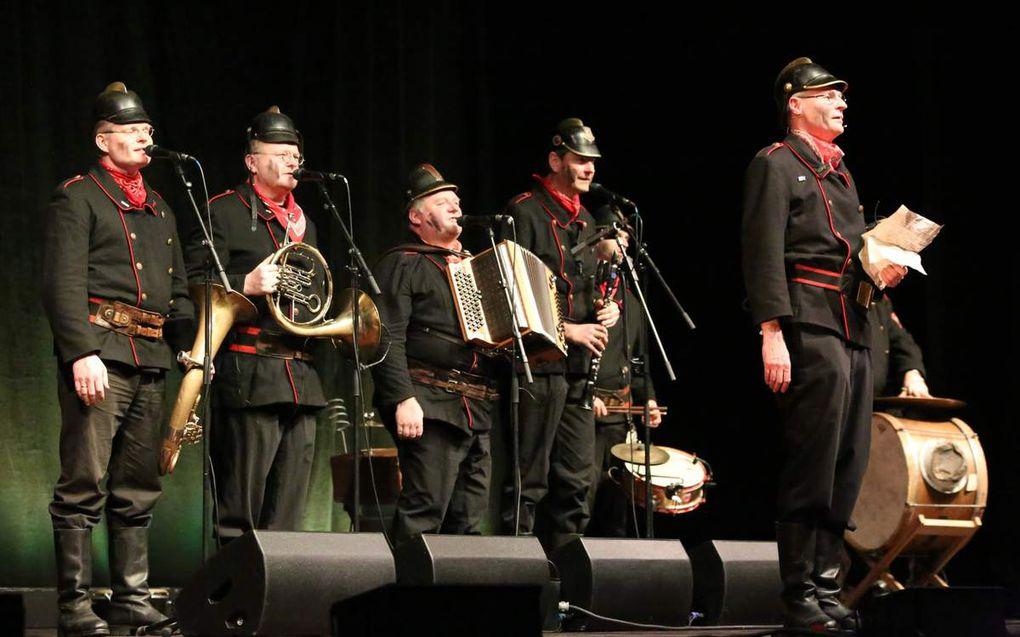 Lachen am laufenden Band -  Norbert Neugirg amüsiert mit seiner Altneihauser Feierwehrkapell'n 850 begeisterte Besucher in den Veitshöchheimer Mainfrankensälen