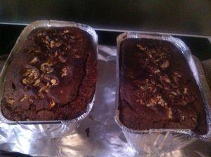 Moelleux au chocolat noir noix de pécan et extrait de vanille .