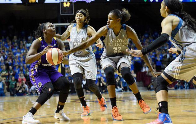 Finales WNBA: le Minnesota Lynx résiste au comeback des Los Angeles Sparks (1-1)