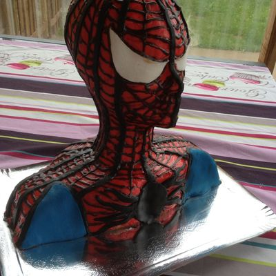 Gâteau buste spiderman