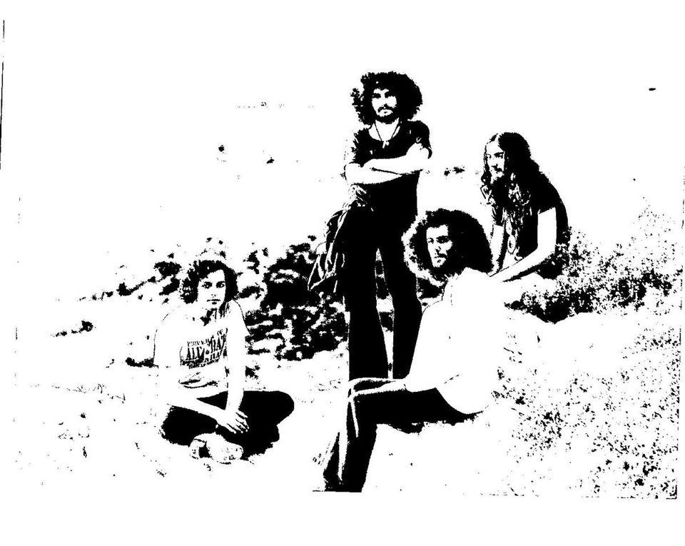 Préhistoire : Jacques Puig (Claviers);Gilles dalbis (Percussions);Armand Miralles(Guitare);Christophe Temple(Basse). Photo Françoise Van Straelen .