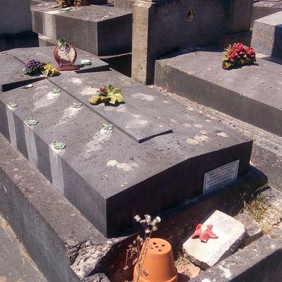 Une tombe familiale trois fois glorieuse heureusement sauvée.