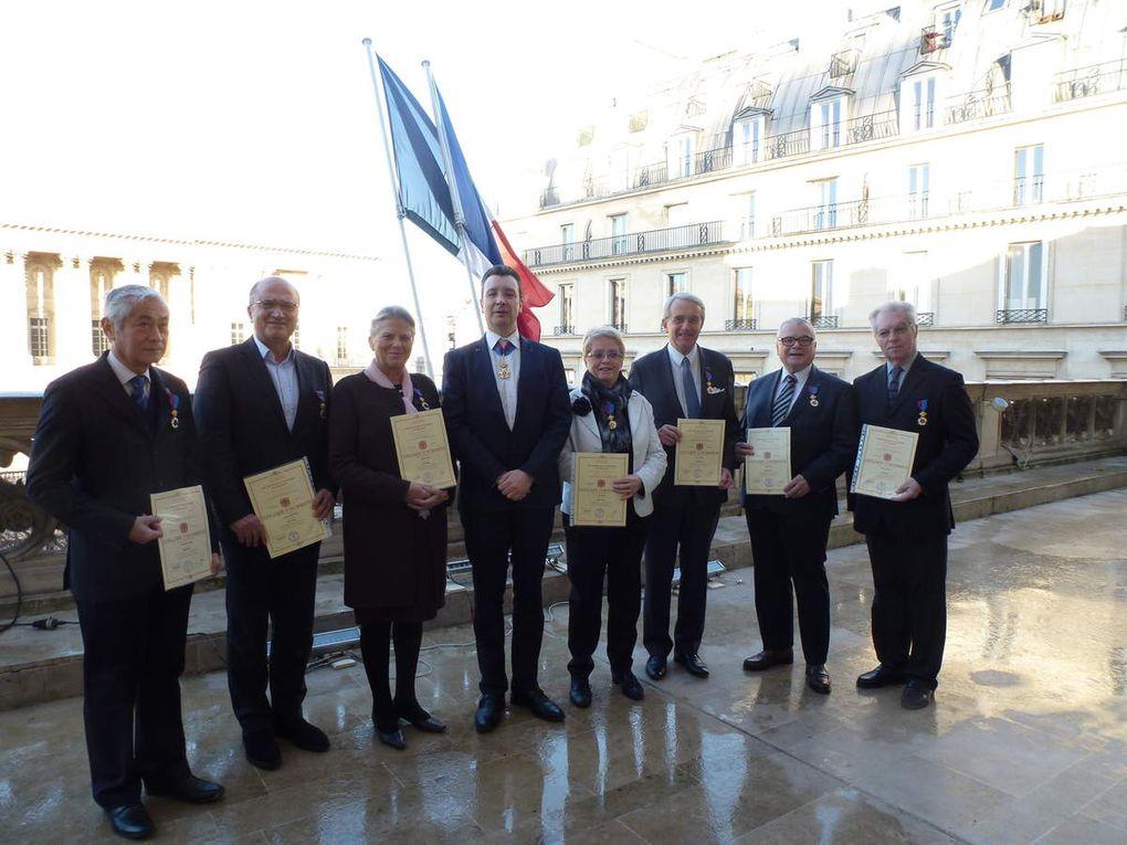 Les 7 nouveaux Chevaliers, face au Louvre!