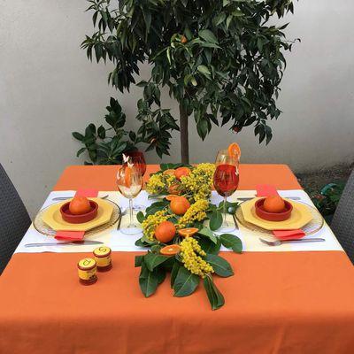 Une table ensoleillée