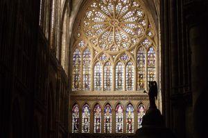 Zoom en direction de la rosace de la cathédrale de METZ un jour de mars 2012