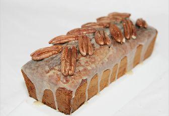 Cake au sirop d'érable et noix de pécan  http://www.culinaireamoula.com/article-cake-au-sirop-d-erable-et-noix-de-pecan-122170871.html