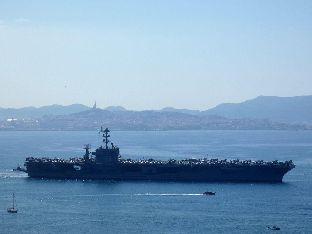 JOHN  C . STENNIS , CVN 74 , porte avions nucléaire  américain , appareillant du port de Marseille le 01 mai 2019