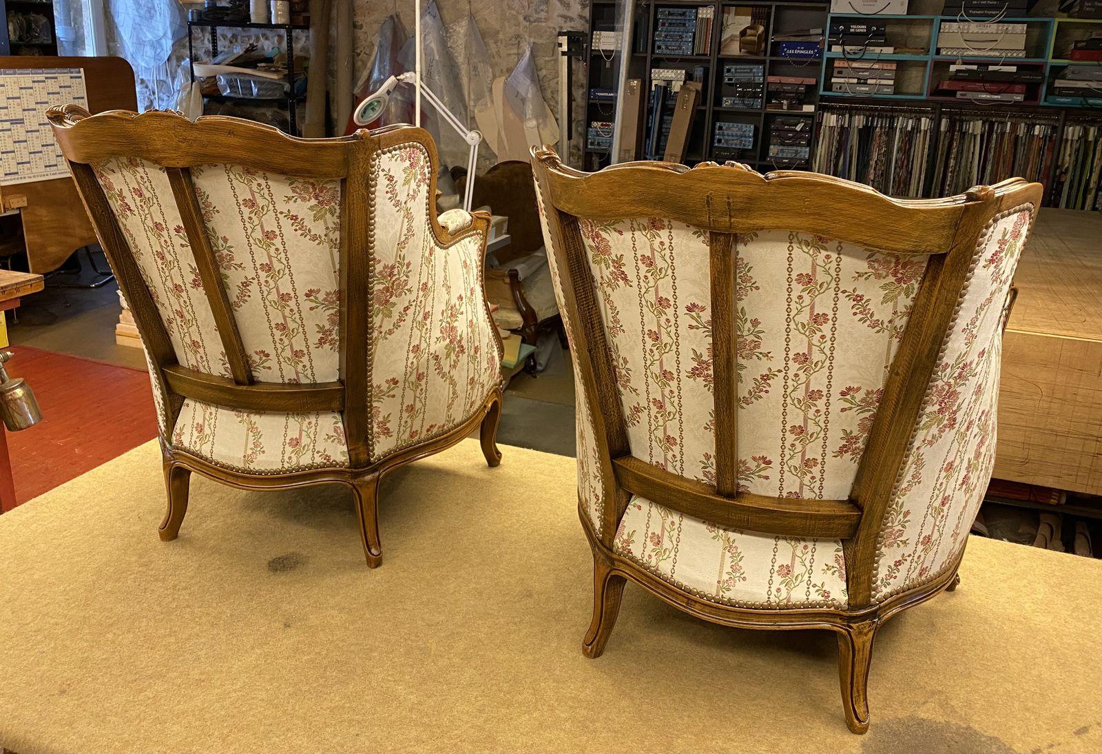 Couverture deux bergères Loui XV - Finition cloutée classique, vernis - Atelier hafner tapissier sellier