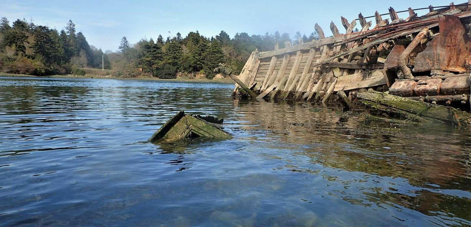 Bénodet : cimetière de bateaux et rolls