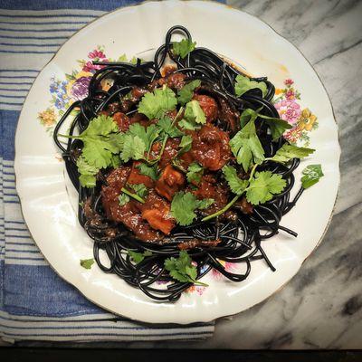 Spaghettis aux seiches et sauce tomate épicée