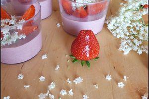 Mousse à la fraise et aux fleurs de sureau