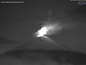 Popocatépetl le 05.06.2016 / 5h20 et le 06.06.2016 / 5h59 - photos WebcamsdeMexico