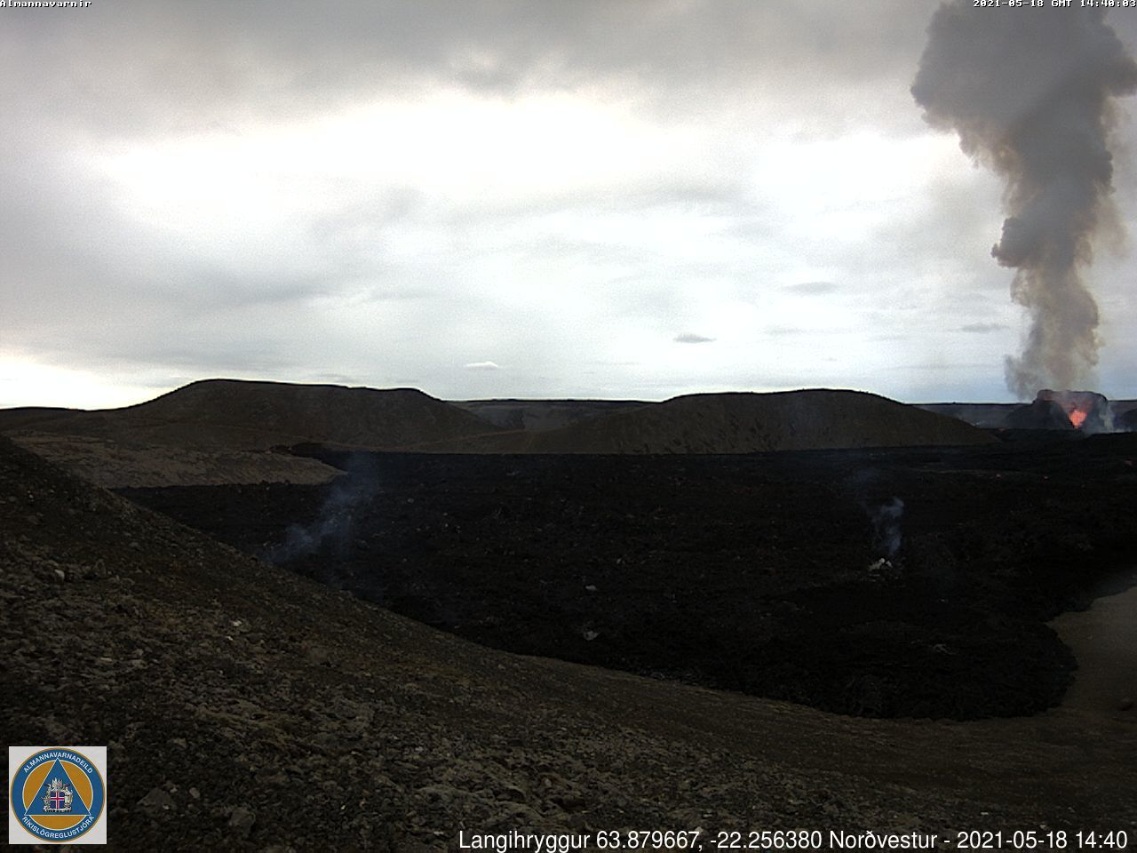 """Fagradalsfjall / active vent and flows in the """"Nameless Valley"""" - 18.05.2021 / 14:40 -webcam_langihryggur NV"""